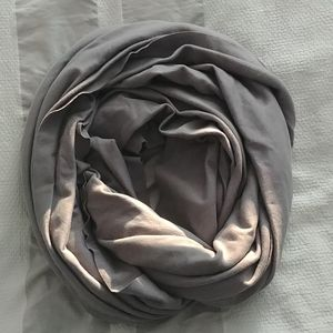 American Apparel gray circle scarf